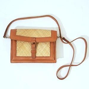 Island Imports Inc. Vintage Straw Leather Purse C7